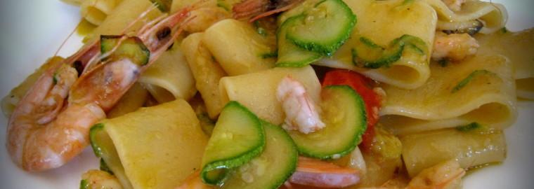22.07-Calamarata-con-gamberi-al-passito-e-zucchine-2-760x270